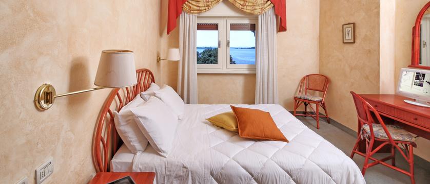 hotel-bellevue-bedroom-2.jpg